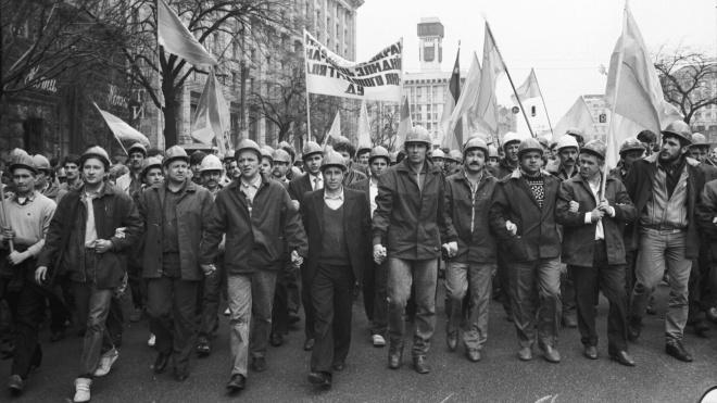 28 лет назад на Донбассе началась массовая забастовка шахтеров. Она ускорила распад СССР, лидеры протеста стали политиками Украины. Вспоминаем историю шахтерского движения 90-х