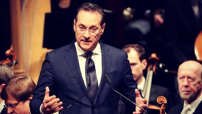 В Австрии за взяточничество осудили бывшего вице-канцлера. Он получил 15 месяцев условно