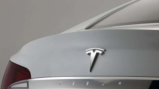 Акції Tesla виросли на 16% після рішення Маска залишити раду директорів компанії