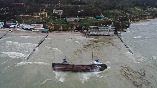 Зеленский посетил место затопления танкера Delfi в Одессе и приказал убрать его до конца июля
