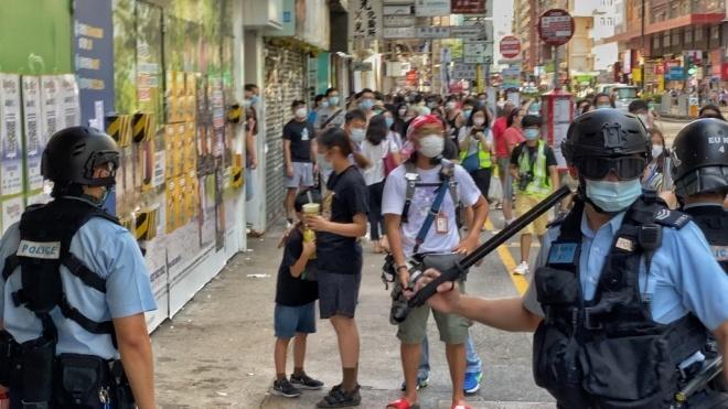 В Гонконге продолжают протестовать против усиления китайских спецслужб. Полиция задерживает людей за «незаконные собрания»