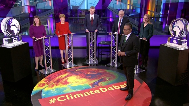 Борис Джонсон не прийшов на теледебати про зміни клімату. Журналісти замінили його крижаною скульптурою