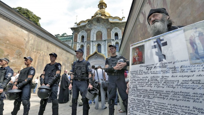 «Они явно не молиться туда пришли». Полиция задержала 122 человека в Киево-Печерской лавре