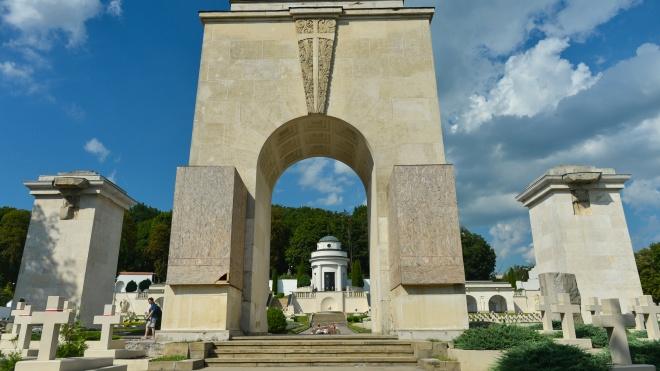 Польські леви на львівському цвинтарі спровокували дипломатичний скандал