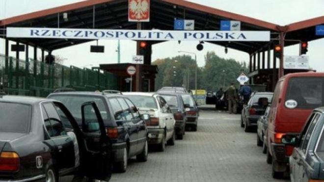 Українців безкоштовно вакцинуватимуть від коронавірусу на кордоні з Польщею