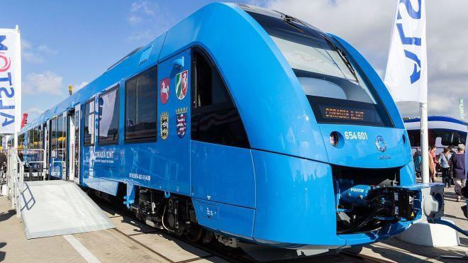 Перший у світі водневий поїзд у Німеччині: локомотив розвиває високу швидкість, безшумно рухається та екологічно чистий