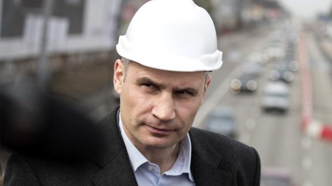Кличко прокоментував обшуки в Києві: Хтось купу лайна наклав, а мене тикають носом