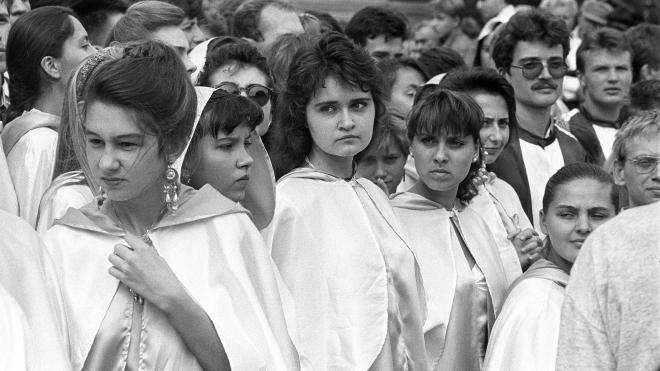 Двадцять четвертого серпня 1992 року Києво-Могилянська академія набрала студентів після 175-річної перерви. Ми публікуємо знімки церемонії та згадуємо, як відроджувався виш