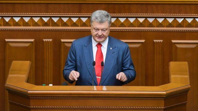 З Криму має піти флот РФ, загроза реваншу та авторитаризму на виборах. Про що говорив Порошенко у посланні до парламенту. Коротко