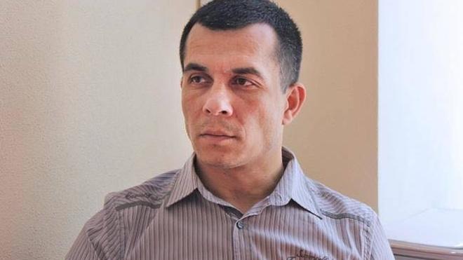 В Крыму задержали известного крымскотатарского адвоката Эмиля Курбединова. Он защищает пленных украинских моряков