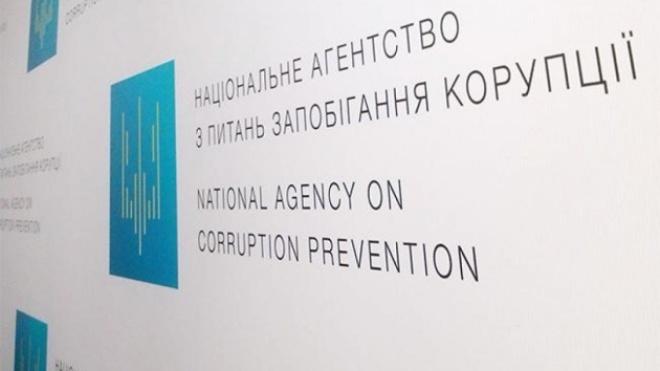 НАЗК просить Зеленського накласти вето на закон про відновлення покарання за брехню у декларації — у ньому немає позбавлення волі