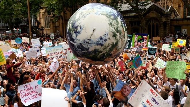 Тысячи подростков в Австралии бастуют из-за глобального потепления. Протесты ожидаются во всем мире