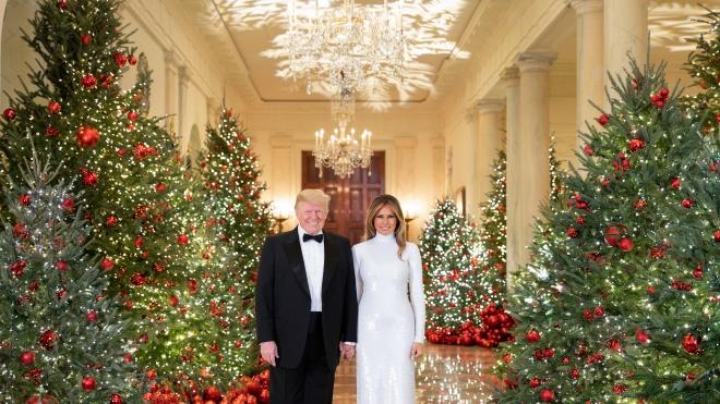 «Все ещё веришь в Санта Клауса? Это маргинально». Трамп поздравил детей с рождеством