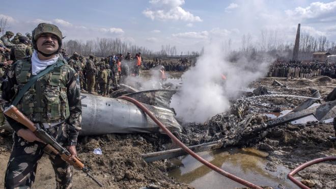 Индия заявила, что сбила пакистанский истребитель и потеряла свой