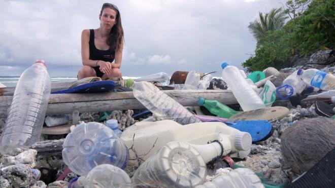 На отдаленных Кокосовых островах нашли 238 тонн пластикового мусора. Среди них куча обуви и зубных щеток