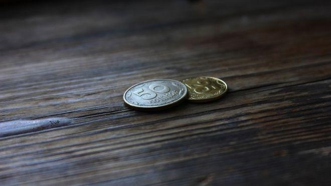 Гривна упала до психологического минимум с февраля. Почему штормит валютный рынок