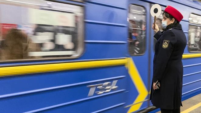 В Киеве метро возобновило работу после падения пассажира под поезд на станции «Арсенальная»