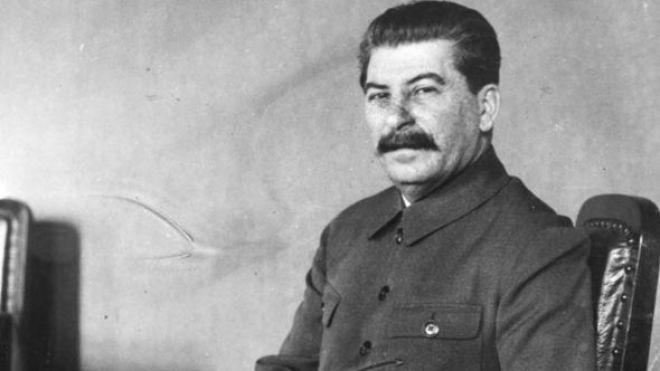 В Великобритании на аукционе продали посмертную маску Сталина. Ее купил зарубежный клиент