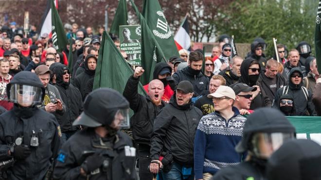 В Киеве прошла конференция ультраправых Украины, Италии и Германии. Часть гостей связаны с Путиным и «ЛНР», но организаторы хотят их перевоспитать