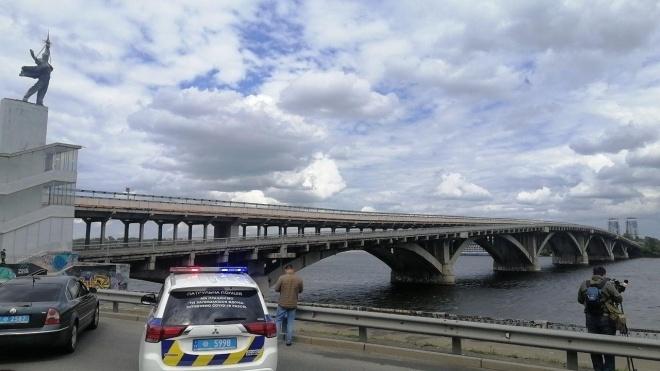 В Киеве мужчина угрожал взорвать мост Метро и требовал срочную встречу с Аваковым. Его уже задержали