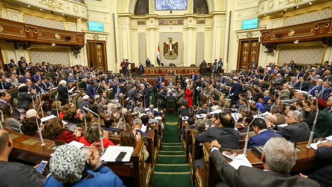 Парламент Египта принимает поправки в Конституцию, которые позволят президенту ас-Сисиправить до 2030 года
