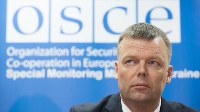 Замголови місії ОБСЄ в Україні Хуг перед відставкою заявив: доказів присутності російських військ на Донбасі немає. В Україні кажуть, це дуже прикро