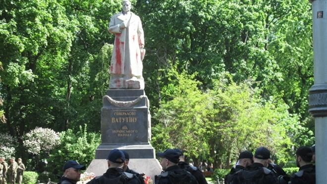 ОУН передумала трощить памятник Ватутину 14 октября, но пообещала прийти в другой день