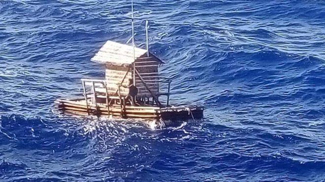 Индонезийского юношу на деревянном плоту унесло в океан. Он плавал 49 дней и выжил