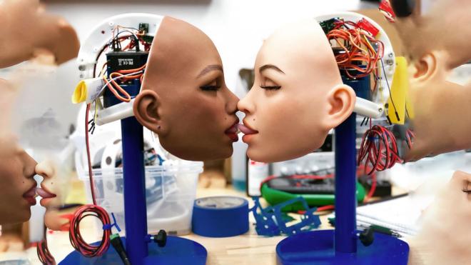 Секс-роботи зі штучним інтелектом правдоподібно стогнуть і пам'ятають звички господарів. Чи можуть вони зробити чоловіків агресивними, а жінок самотніми — поки неясно