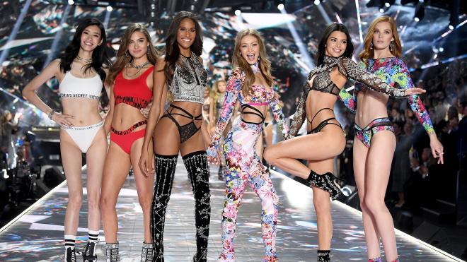 Victoria's Secret впервые за 25 лет отменяет шоу из-за обвинений в сексизме