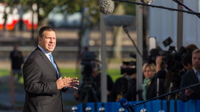 Прем'єр Естонії подав у відставку на тлі корупційного скандалу. Його політсилі і члену партії оголосили підозри