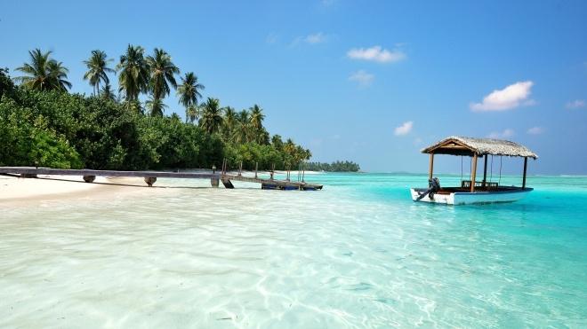 На Мальдівах пропонують спеціальний «пакет віддаленого працівника». До нього входять робоче місце на пляжі та персональний помічник