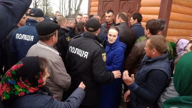 УПЦ (МП): Активісти штурмом захопили Свято-Михайлівський храм у Рівненській області