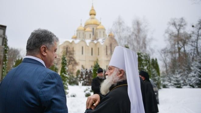 Президент Порошенко нагородив орденами двох священиків УПЦ МП