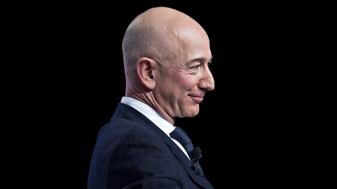 Главу Amazon Джеффа Безоса шантажируют снимками с его любовницей. Он подозревает, что за этим стоят власти США. Что происходит?