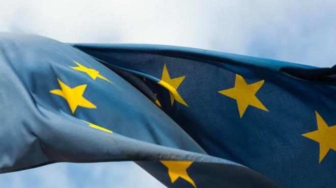 Отчет ЕС по безвизу: Украине советуют усилить борьбу с коррупцией и прекратить выдачу двух загранпаспортов