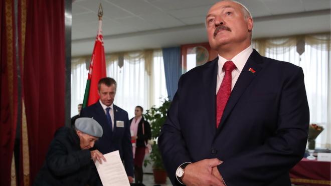 РосЗМІ повідомили про план Лукашенка щодо виходу з політичної кризи, який він передав у ОБСЄ. Спочатку нова Конституція, потім — вибори