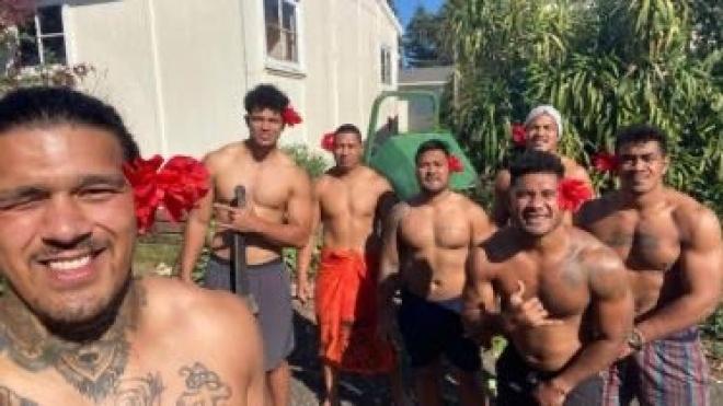 Регбисты из Самоа 100 дней сидели на чужбине из-за карантина. Они жили на церковном складе и даже не выпивали