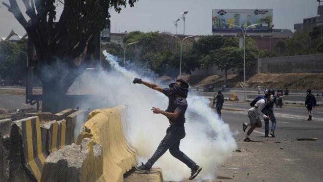 Протесты в Венесуэле: манифестанты применяют минометы, а Мадуро хочет «день национального диалога»