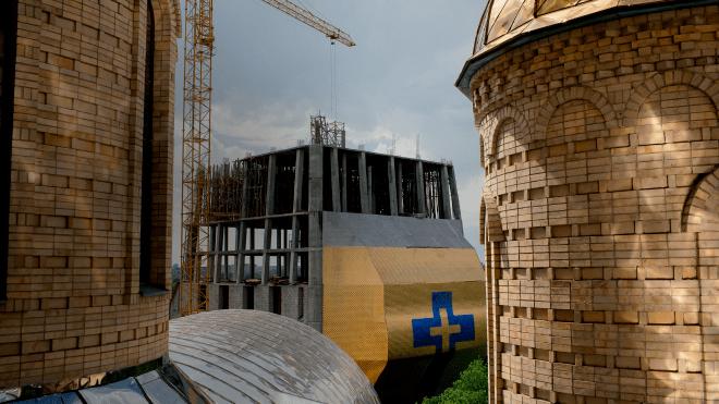 В Черкассах 11 лет строят колокольню в виде голубя в короне, высотой больше ста метров. Кому это нужно — репортаж theБабеля