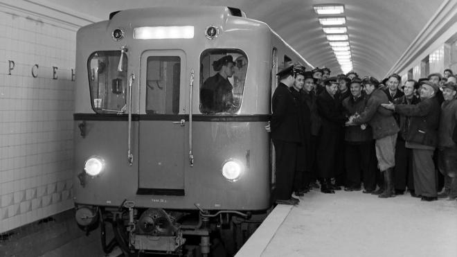 59 років тому в Києві відкрили першу чергу метро. Згадуємо, як будували перші станції та найглибшу у світі — «Арсенальну» (в архівних фото)