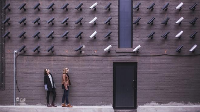 «Непридатні для секретної інформації». Прем'єр Чехії заборонив користуватися в уряді телефонами Huawei та ZTE