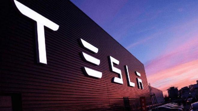 Маска обвинили в манипуляциях с акциями Tesla. Акционеры подали на него в суд