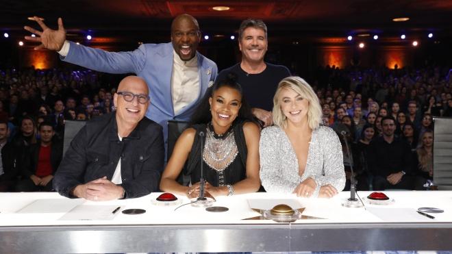 В США судья America's Got Talent ушла из шоу после первого выпуска. Ее прически посчитали «слишком черными»