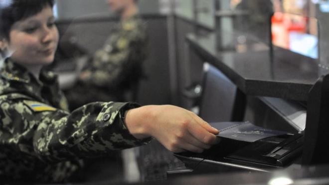 Кабмин ввел обязательный ПЦР-тест для иностранцев, въезжающих в Украину