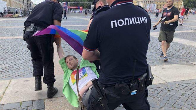 В Санкт-Петербурге ЛГБТ-сообщество попыталось провести «прайд». Задержали почти 30 человек