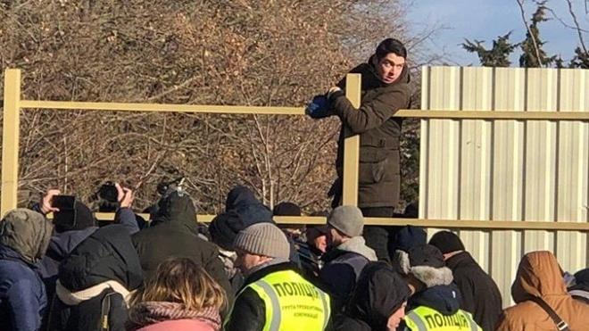 На стройке в Одессе произошла стычка активистов с полицией. Среди задержанных — «автомайдановец» Устименко