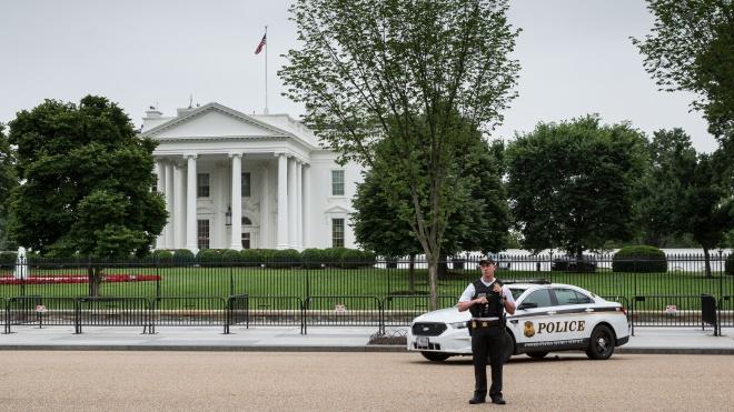 Посылку с бомбой отправили в Белый дом США. Ее перехватили