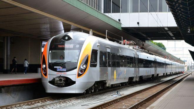 Возле Запорожья сошел с рельсов пассажирский поезд «Интерсити+»