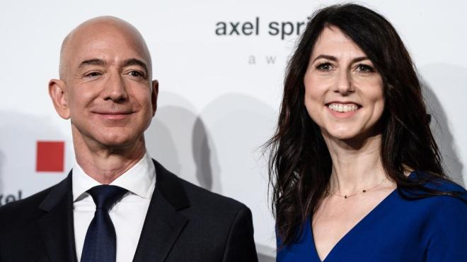 Жена Безоса получит четверть его доли в Amazon после развода. Ей отойдет около $35 миллиардов